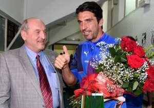 Com a presença contra a Bulgária, o goleiro italiano alcançou o número expressivo de de 150 jogos; contra o Azerbaidjão chegou aos 151