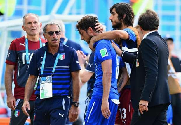 Pechvogel Claudio Marchisio muss von seinem Team getröstet werden
