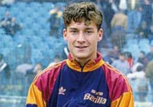 28 marzo 1993: hace su debut con 16 años en la Serie A.