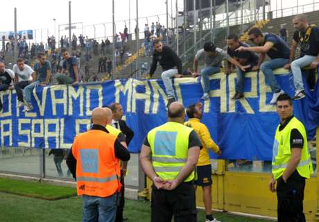 Parma, sassi contro il pullman