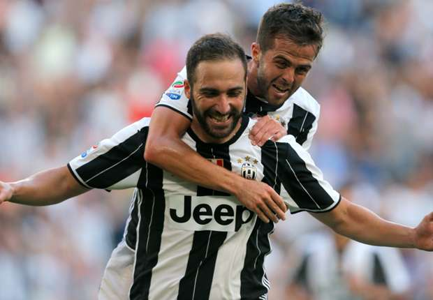 Higuain celebrates after scoring against Sassuolo. Photo: Goal.com