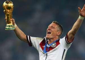 Nach zwölf Jahren und 120 Spielen für Deutschland verabschiedet sich Bastian Schweinsteiger aus der Nationalmannschaft. Goal hat die größten DFB-Momente des ehemaligen Kapitäns für Euch gesammelt.