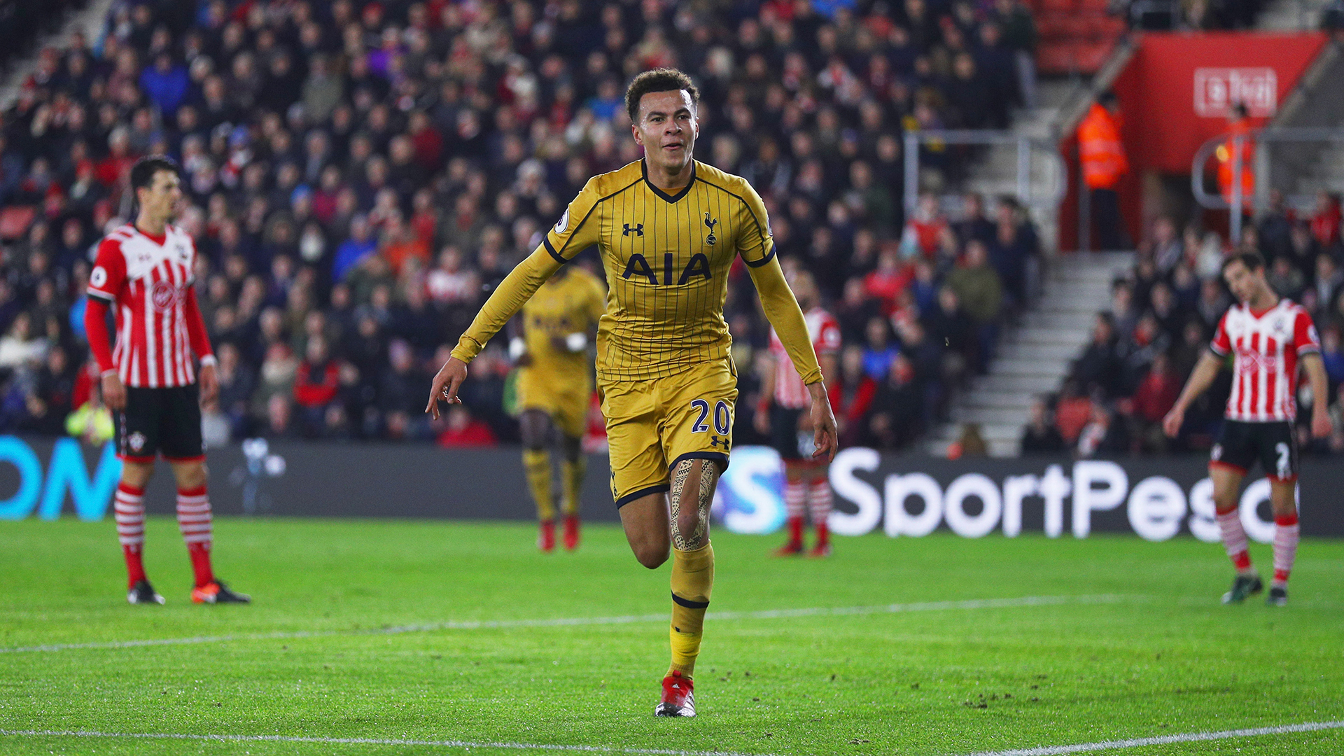 Harry Kane heads Spurs in front of Southampton