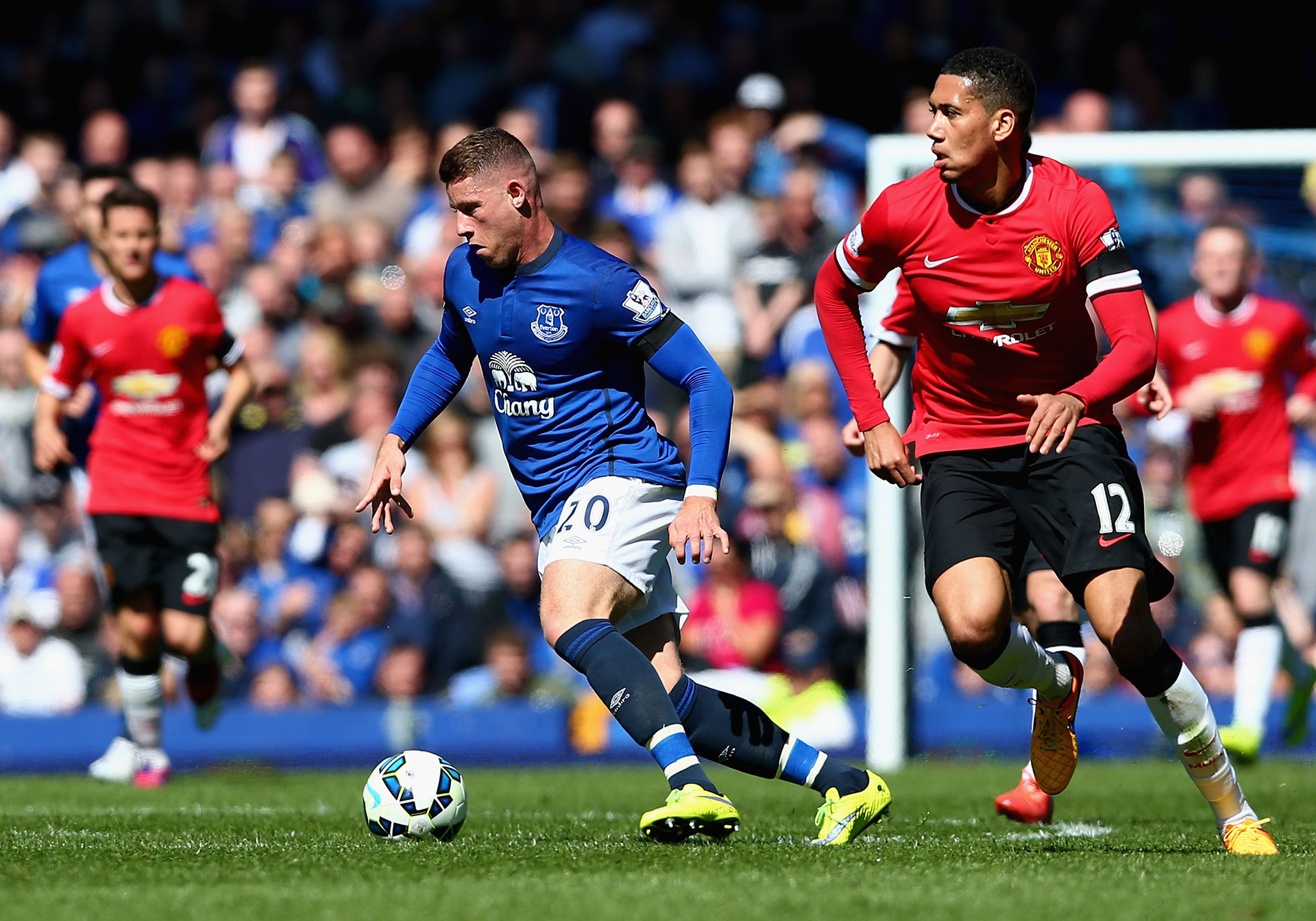 Ross Barkley Chris Smalling Everton Manchester United English Premier League 06042015