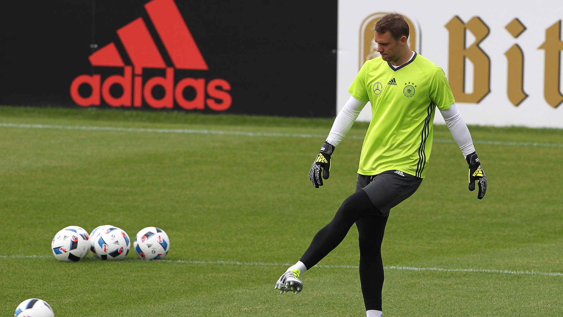 http://images.performgroup.com/di/library/goal_korea/cd/a9/manuel-neuer-germany_1bednd18bb4ct1k4whs5p3kr5m.jpg?t=-2047885238&w=620&h=430