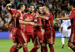 <strong>SPAIN |</strong> Vicente Del Bosque's men qualified after seeing off Luxembourg 4-0 thanks to doubles from Santi Cazorla and Paco Alcacer.