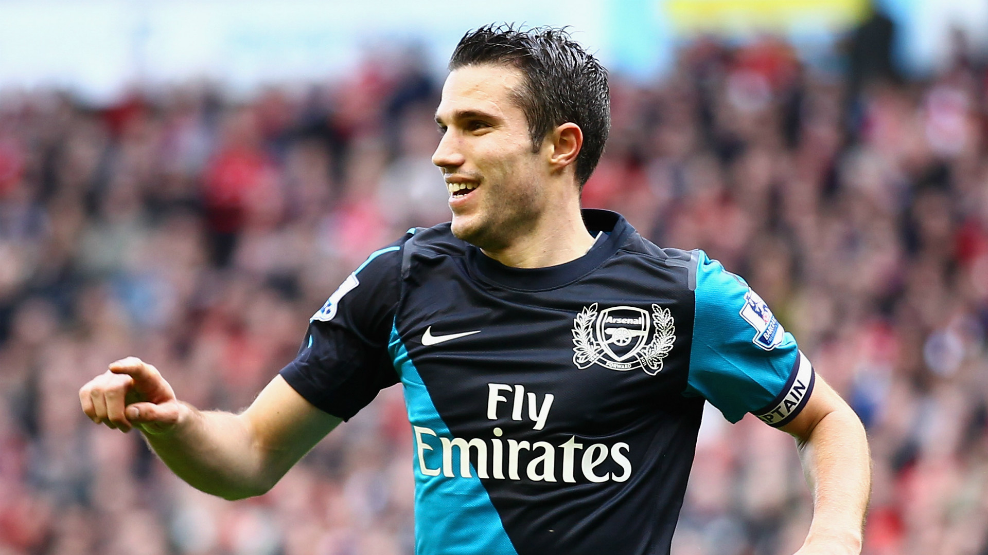 Van Persie 'sorry' if Man Utd move angered Arsenal fans, but has no regrets