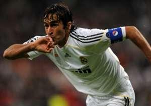 <b>PENYERANG | RAUL GONZÁLEZ</b> <br><br>Simbol Madrid selama lebih dari satu dasawarsa, Raul mengoleksi tiga medali juara Liga Champions dan merupakan pencetak gol terbanyak kedua dalam sejarah klub.