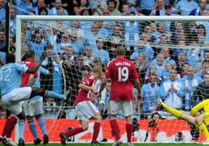 4. YAYA TOURE | 2010-presente | Marcó el gol que llevó al City a la final de la FA Cup en 2011, ante el United en las semifinales y después marcó el gol en la final contra el Stoke City, sentenciando el primer trofeo del City desde 1976. Fue vital en l...