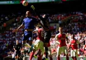 Arsene Wenger beendet den Mourinho-Fluch, Oxlade-Chamberlain hat Glück - wir liefern die besten Statistiken zum Community Shield. Im englischen Supercup hatte sich der FC Arsenal am Sonntag mit 1:0 gegen den FC Chelsea durchgesetzt, Alex Oxlade-Chamber...