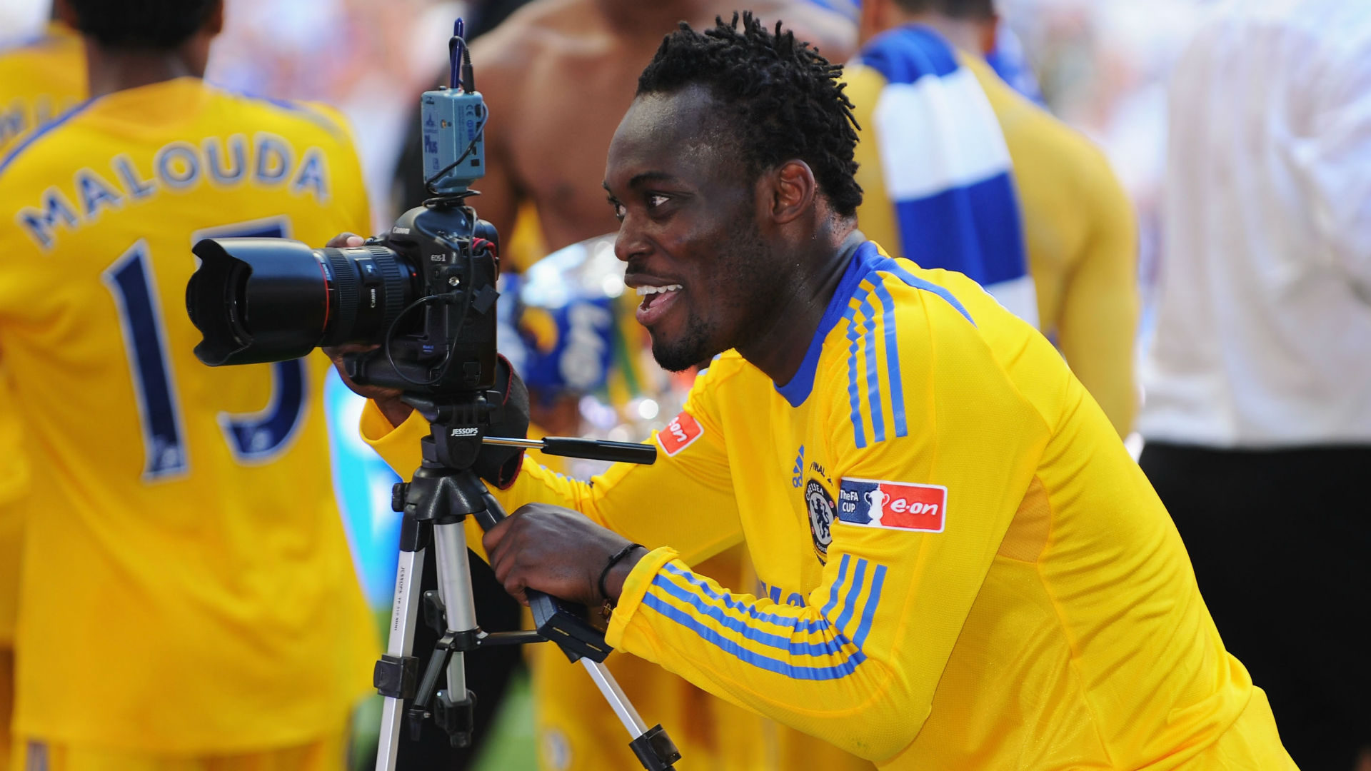 Michael Essien training in Chelsea kit Video