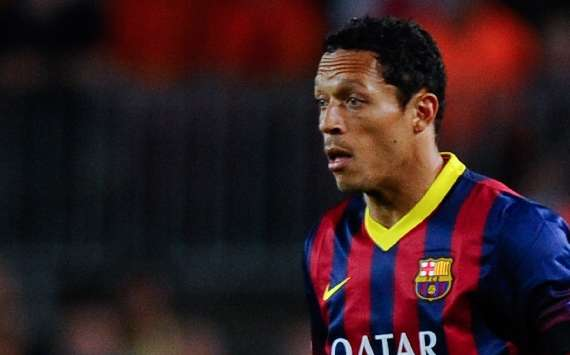 Adriano en un partido con el Barcelona