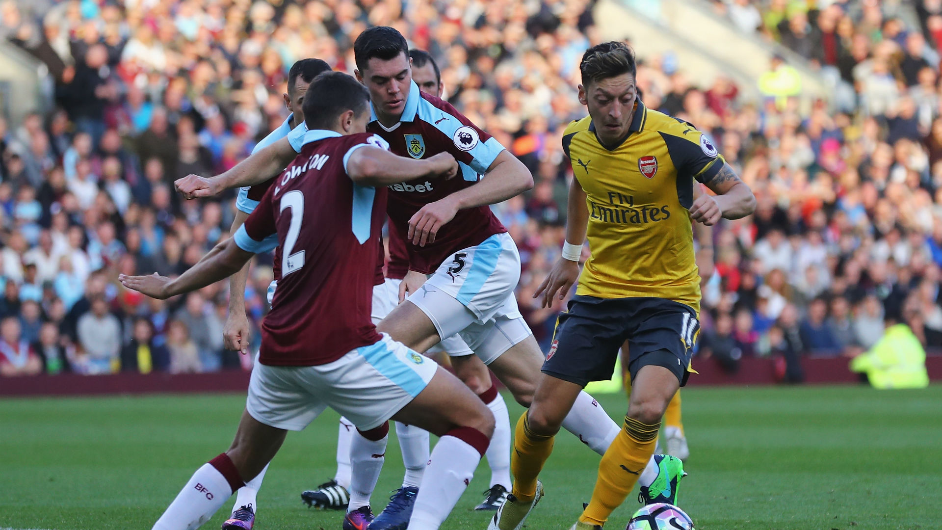 mesut-ozil-premier-league-burnley-v-arse