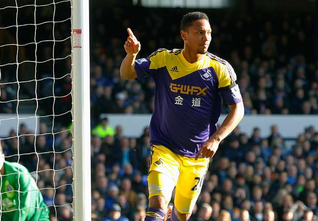 Swansea desperate to keep De Guzman