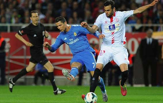 Real Madrid's Portuguese forward Cristiano Ronaldo (L) vies with Sevilla's midfielder Vicente Iborra