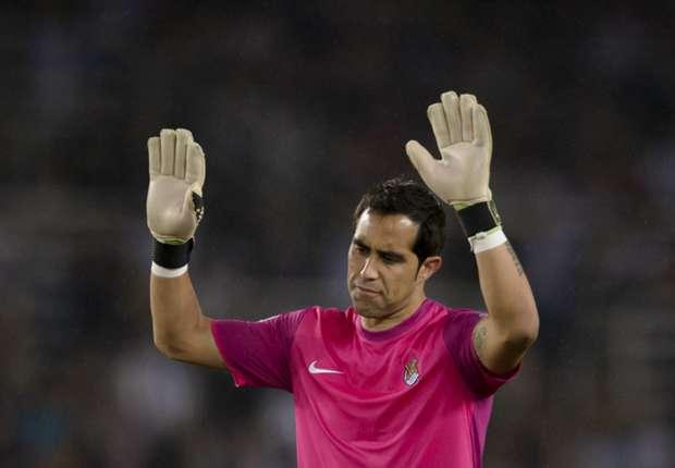 Claudio Bravo, con la camiseta de la Real Sociedad