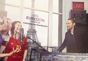 """In aanloop naar de release van de officiële Euro 2016 anthem van David Guetta, gaat Goal terug in de tijd en kijken we naar voetballers die probeerden een hit te scoren...<br /><br /><a href=""""http://bit.ly/1jSvaqG"""" target=""""_blank"""">Klik hier om deel uit..."""