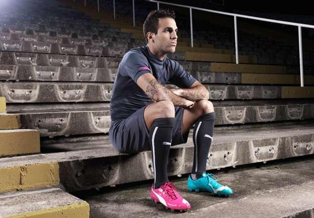 Cesc Fabregas trägt die PUMA Tricks