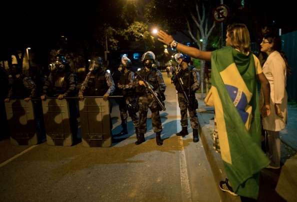 Police use stun grenades on protestors in Sao Paulo