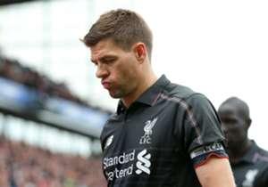Steven Gerrard, pada laga terakhirnya di EPL, harus turun minum dengan timnya tertinggal lima gol dari Stoke