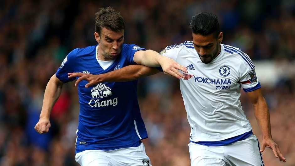 Seamus Coleman Falcao Everton Chelsea 12092015