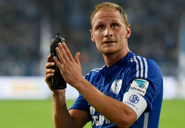 Howedes hints at interest in Liverpool move