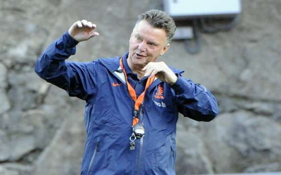 'Louis van Gaal would be a revelation at Manchester United' - Bryan Roy