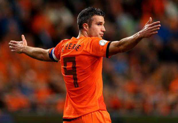 Van Persie: I want to play up front with Robben