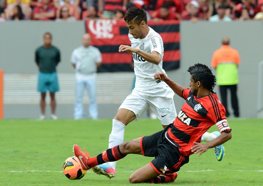 Santos x Flamengo - Neymar e Léo Moura
