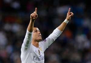 Cristiano Ronaldo baru dianugerahi trofi Sepatu Emas Eropa 2014/15 berkat gelontoran 48 gol di La Liga Spanyol. Untuk informasi, peringkat liga domestik di koefisien UEFA turut menentukan dalam penilaian. Gol di lima liga top setara dua poin, liga peri...