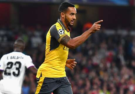 Walcott at the double for Arsenal