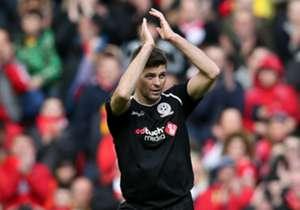 """Uma série de estrelas do passado e do presente, incluindo Luis Suárez, Fernando Torres, Thierry Henry, Didier Drogba e John Terry <a href=""""http://www.goal.com/br/news/3597/inglaterra/2015/03/29/10286312/no-jogo-do-adeus-ao-liverpool-gerra..."""
