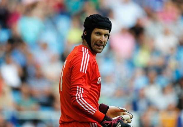 Cech refuses to rule out Chelsea exit