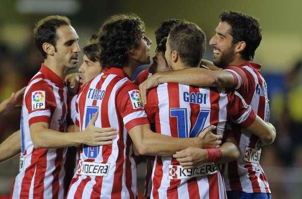 Los jugadores celebran un gol liguero