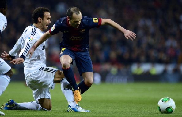Ricardo Carvalho, Andrés Iniesta | Real Madrid v Barcelona | Clásico