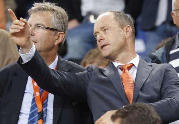 KNVB, onder leiding van voorzitter Bert van Oostveen, neemt laksere houding aan