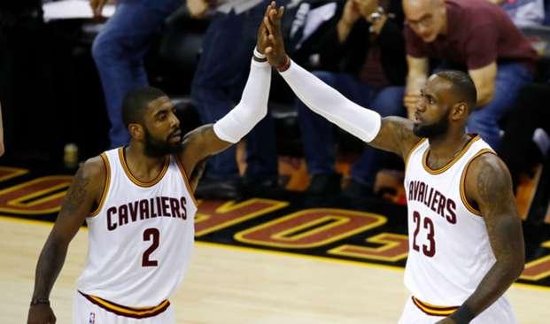 LeBron James y Kyrie Irving Cavaliers vs Warriors 09062017