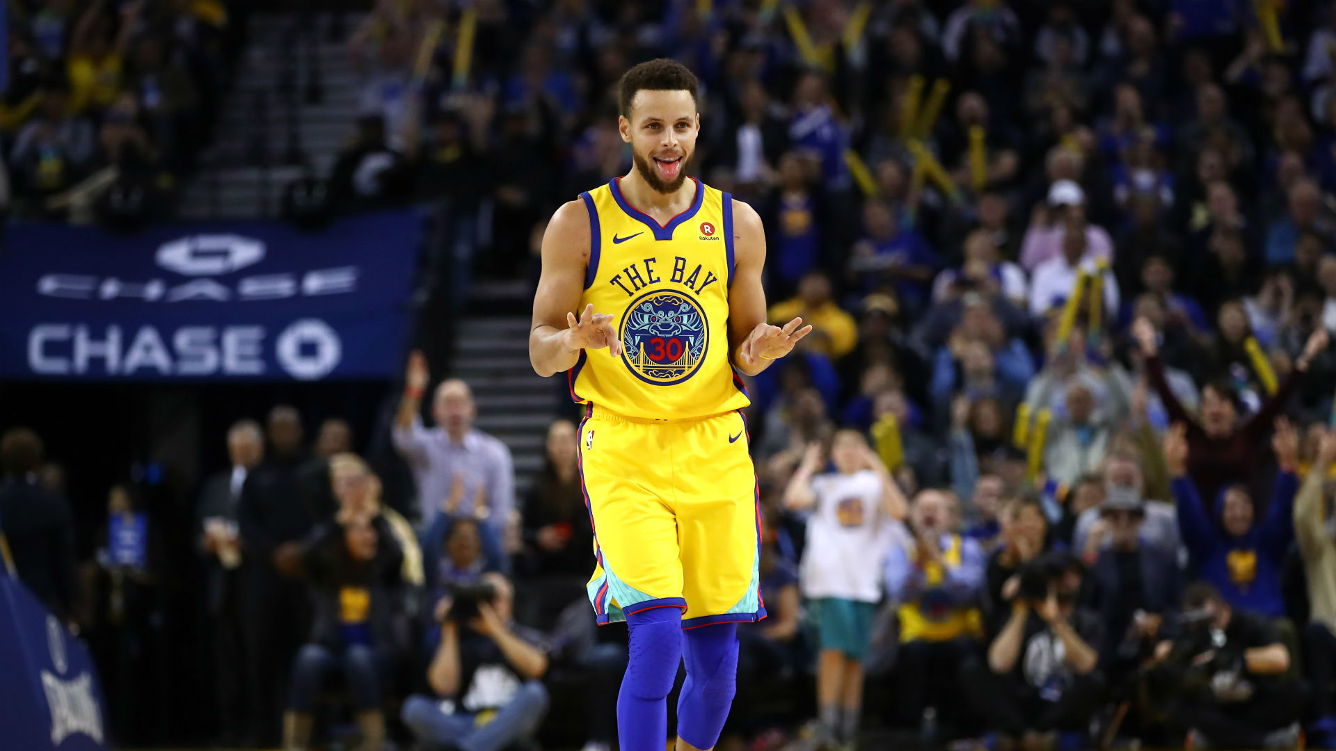 Stephen Curry exits with tweaked ankle vs. Spurs, will not return class=