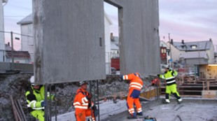 Stadion første betongelement