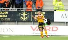 Erling Knudtzon feirer scoringen mot Aalesund