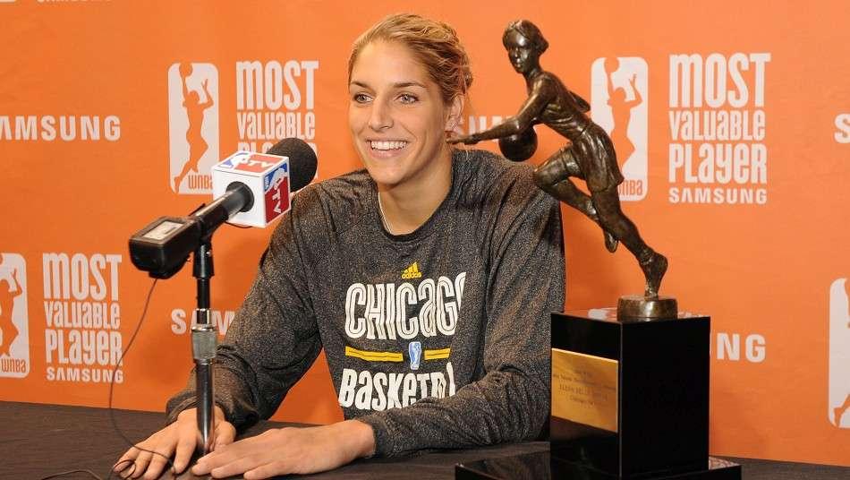 シカゴ・スカイのE・デレ・ダンが2015 WNBA MVPを受賞