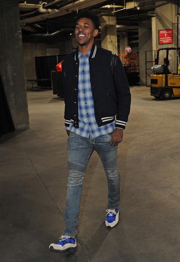 『サンローラン』のジャケット、『バルマン』のデニムを着用して会場入り Photo by NBAE/Getty Images