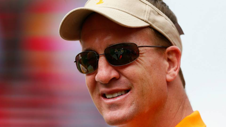 peyton manning says hed consider coaching qbs at