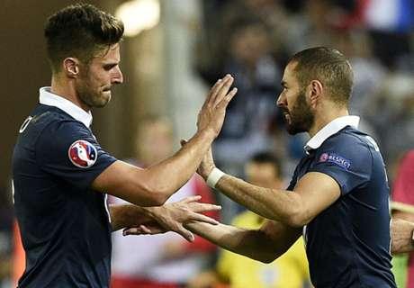 Deschamps defends Giroud