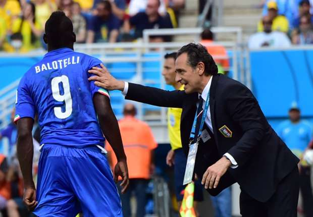 Balotelli does not live in reality, says Prandelli