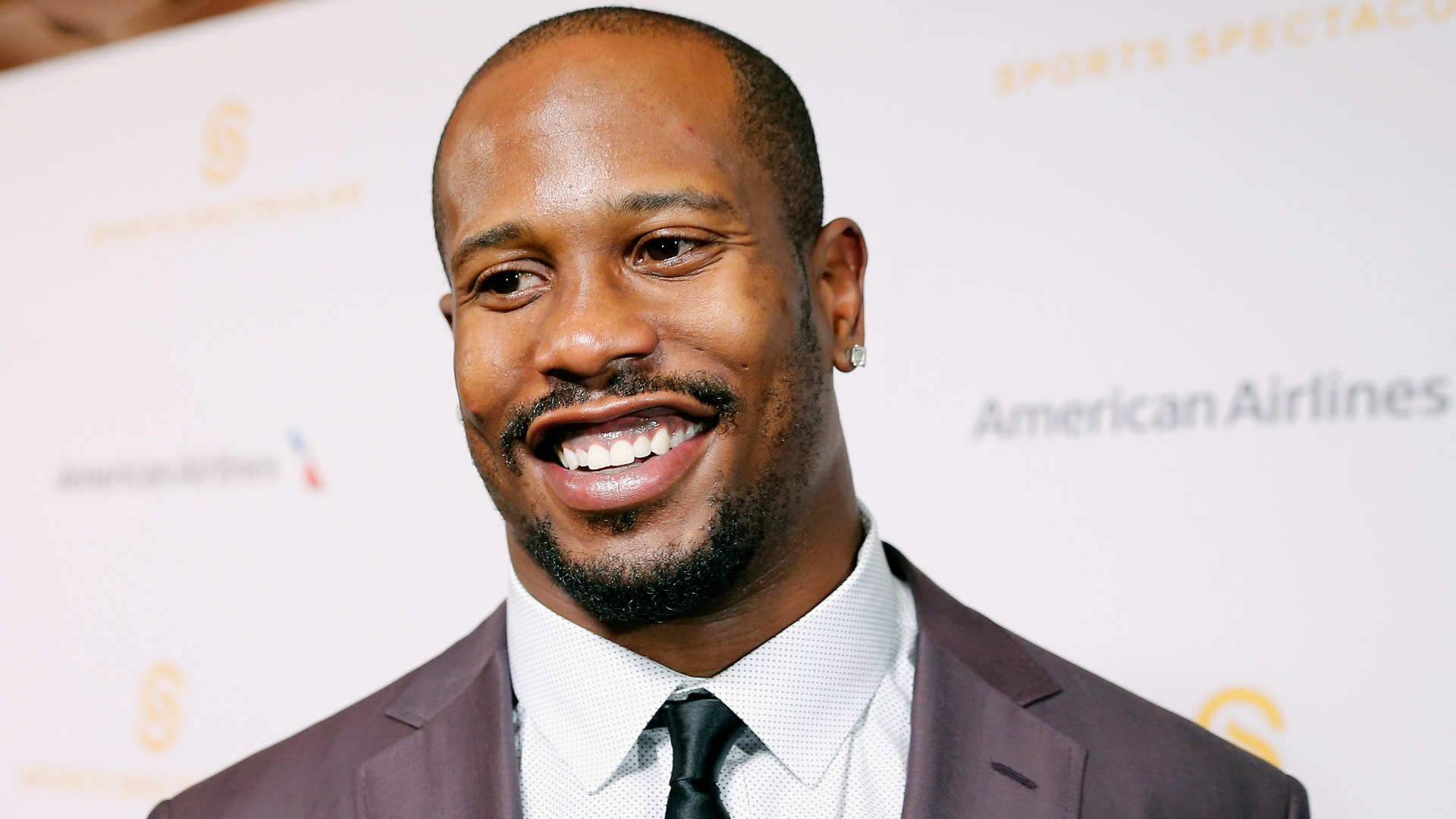 Von Miller thinks bald heads and four toes are in mankind s future