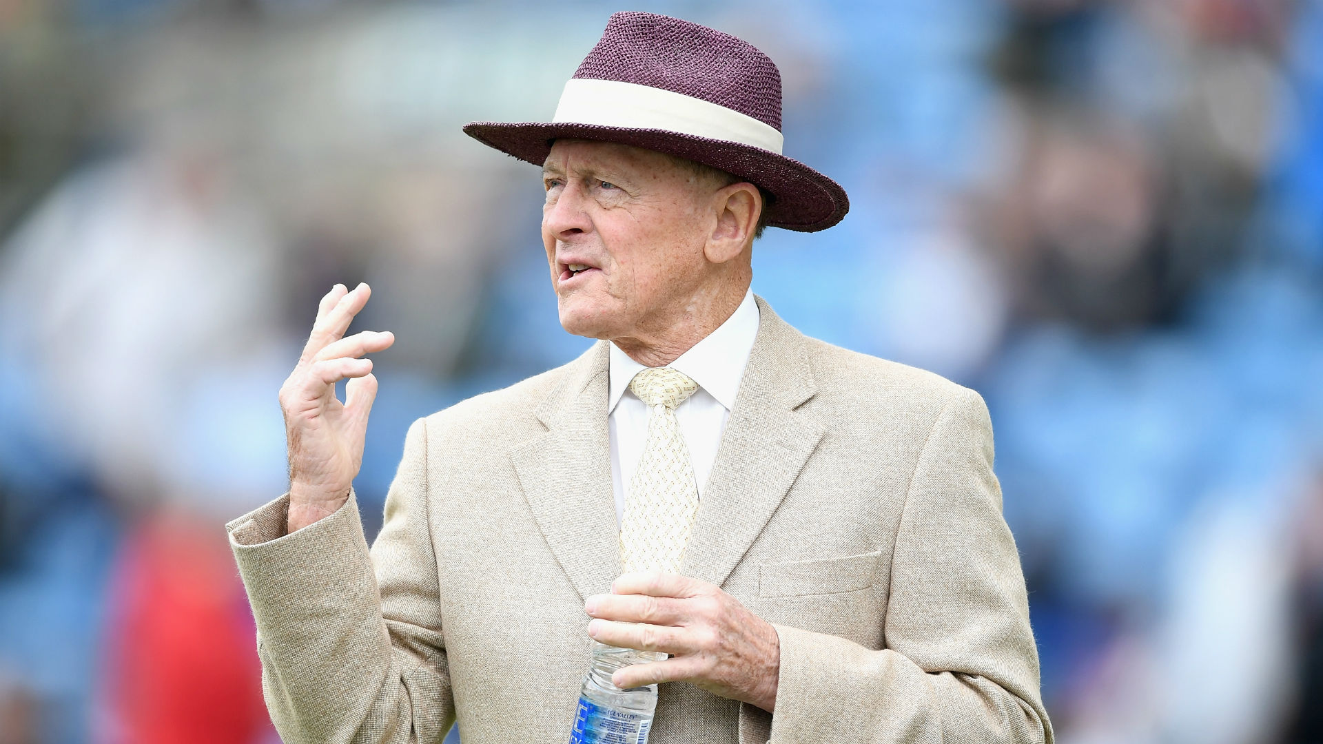 Geoffrey Boycott: Former cricketer sorry for 'unacceptable' comment