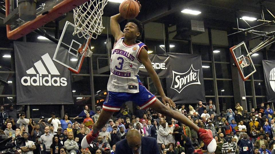 UCLA-bound Jaylen Hands jumps over mom and dad to win dunk ...