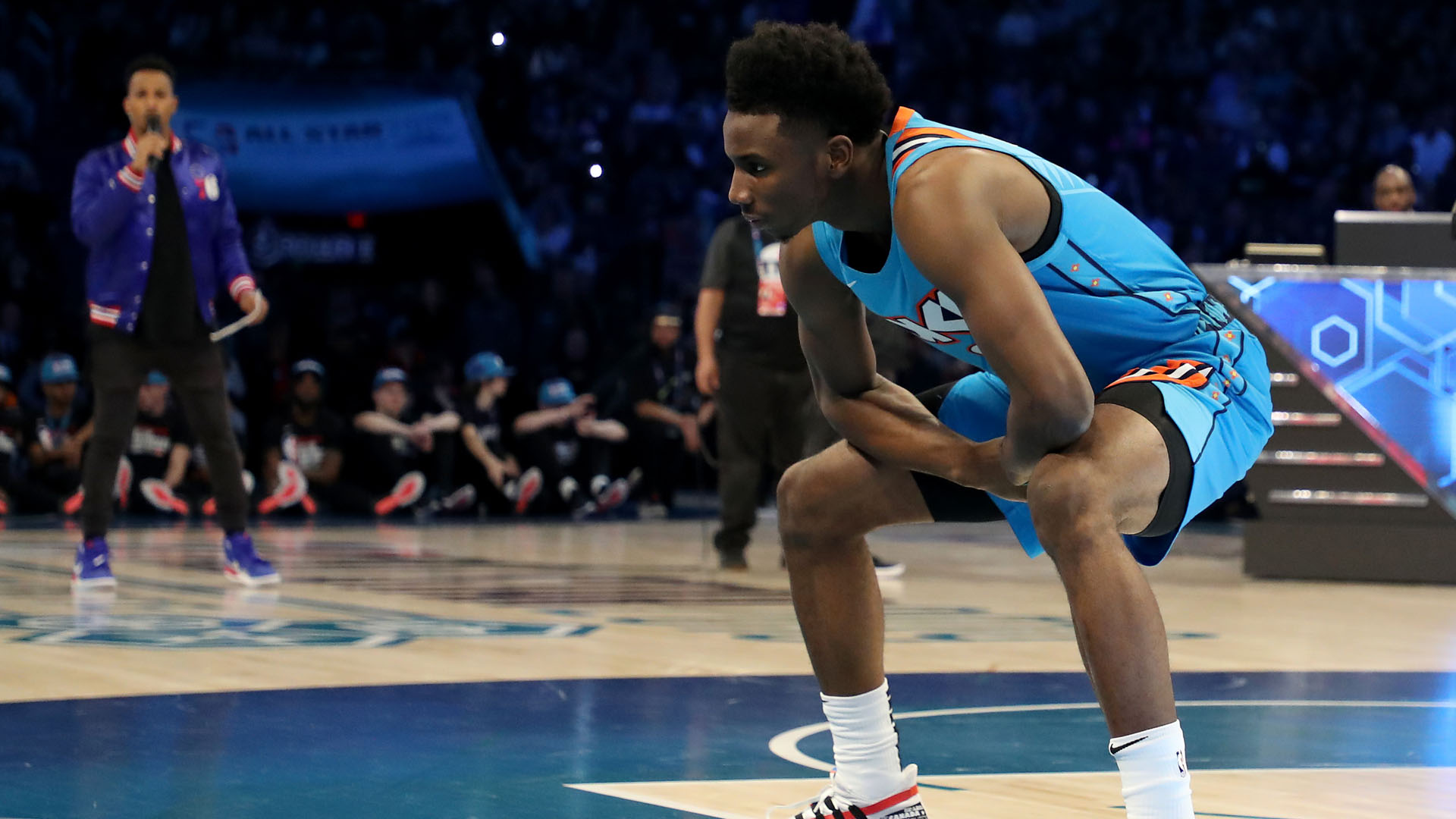 National Basketball Association fans roasted the dunk contest judges over early scores