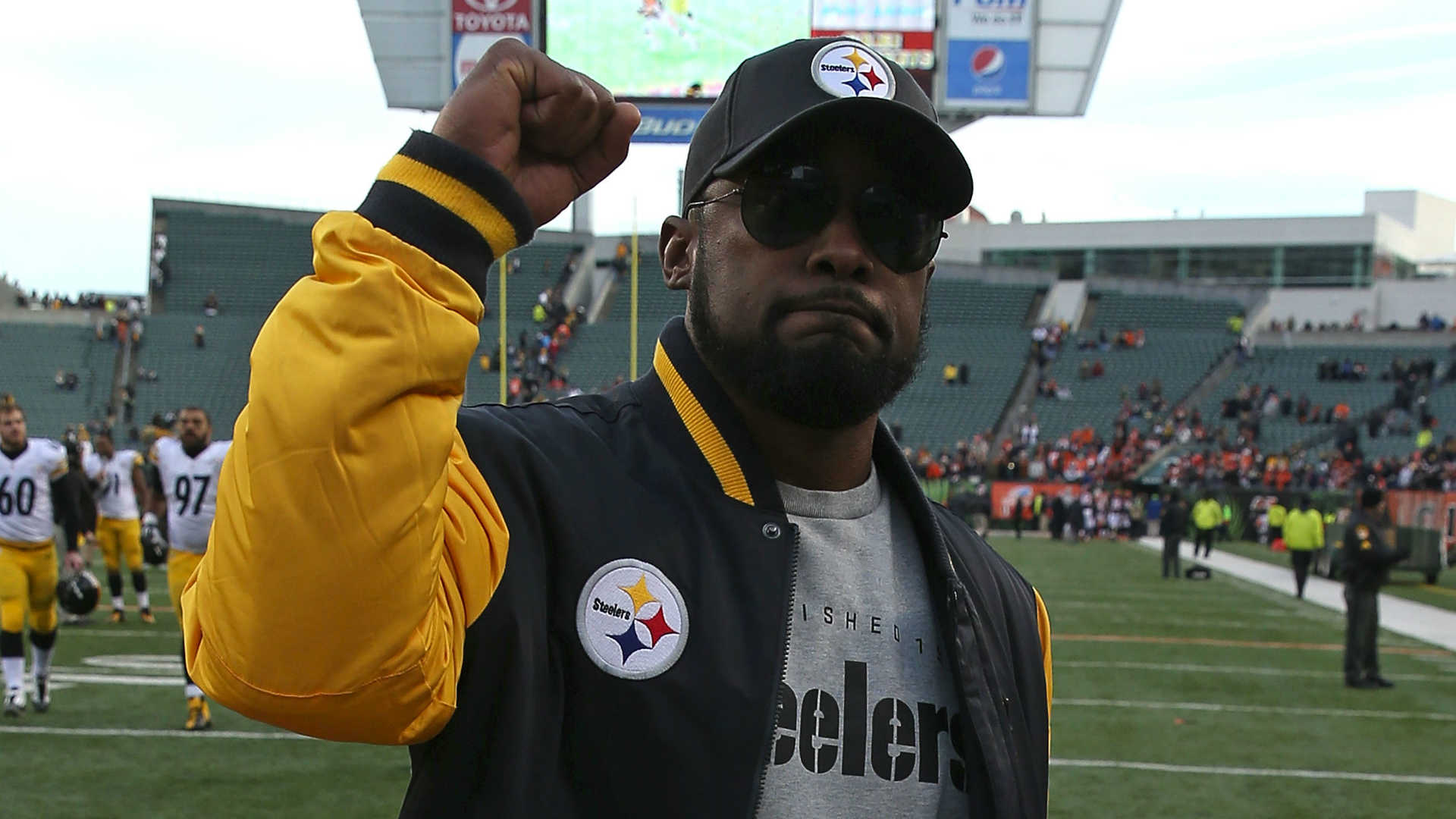 Steelers coach Tomlin extends contract through 2020